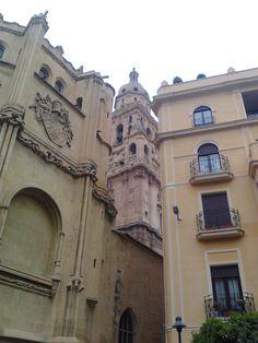 Torre de la Catedral entre la Capilla de los Velez y el Palacio de la Plaza Apóstoles