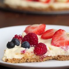 No-bake Chocolate and Berry Cheesecake Recipe by Tasty No Bake Desserts, Easy Desserts, Delicious Desserts, Dessert Recipes, Yummy Food, Appetizer Recipes, Breakfast Recipes, Berry Cheesecake, Cheesecake Recipes