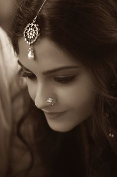 Sonam Kapoor wearing indian jewellry. Nose Stud & Mang Tikka.
