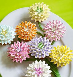 Marshmallow flowers - tested Super easy! Cut marshmallows in half diagonally, toss in coloured sugar Vary the colours and sizes of marshmallows to change effects Verdict: make again