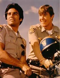 CHiPs - California Highway Patrol - Yes, I was addicted and soooo in love with Erik Estrada and Larry Wilcox! Larry Wilcox, Old Tv Shows, Movies And Tv Shows, Radios, Tv Retro, Nostalgia, Drama Tv Series, Cinema Tv, 80s Kids