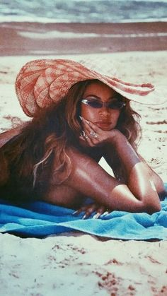 Image shared by Find images and videos about beyoncé, beyonce knowles and bey on We Heart It - the app to get lost in what you love. Estilo Beyonce, Beyonce Style, Mode Old School, Beyonce Instagram, Instagram Posts, Black Girl Aesthetic, Beyonce Knowles, Black Is Beautiful, Black Girl Magic