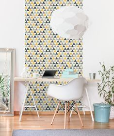 Yellow in décor is happy and chic! Yellow wallpaper dresses your home in sunny hues of optimism, providing an unexpectedly stylish compliment to white, neutrals, wood, and other colors. Vinyl Wallpaper, Trendy Wallpaper, Room Wallpaper, Scandinavian Kids Rooms, Under The Tuscan Sun, Interior Styling, Wall Decor, Triangles