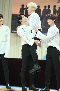 """remember that one time when junhui carried jihoon and looked so happy when he did very very precious"" Going Seventeen, Seventeen Album, Seventeen Memes, Seventeen Woozi, Seventeen Scoups, Mingyu, Seungkwan, Kpop Memes, Drama Memes"