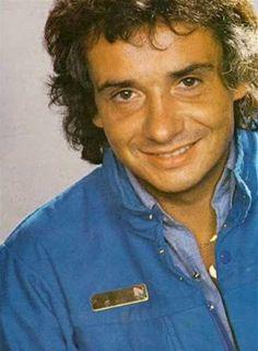 Michel Sardou (né le 26 janvier 1947, à Paris) est un auteur, compositeur et interprète français. Il est le fils des comédiens Fernand Sardou et Jackie Sardou