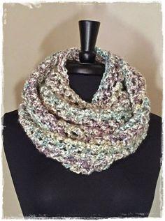 Chunky cowl with Lion Brand Homespun yarn. Easy cowl scarf crochet pattern.