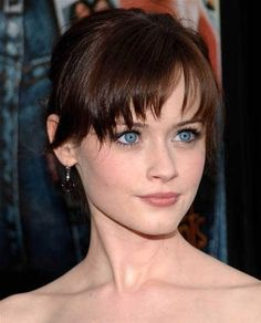 Alexis Bledel's auburn low chignon knotted hairstyle Rory Gilmore, Gilmore Girls, Celebrity Hairstyles, Hairstyles With Bangs, Easy Hairstyles, Wedding Hairstyles, Alexis Bledel, Low Chignon, Hair Knot