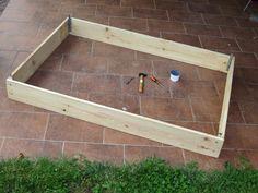 Pourquoi fabriquer soi-même son potager en carrés ? Parce que c'est moins cher, c'est du bois non traité et sa taille est personnalisée.