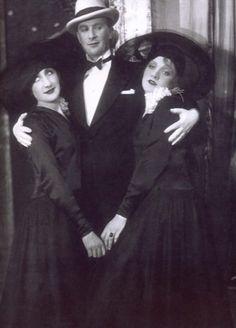 Margo Lion, Oscar Karlweis e Marlene Dietrich #marlenedietrich #margolion #theater #kabarett #cabaret #bw #b&w #vintage