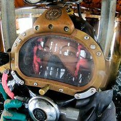 AMANDA MURRINさんはInstagramを利用しています:「COMMERCIAL DIVER 🐟 #badass #aga #sucba #commercialdiver #bosslady #fullfacemask #tasmania #tassie」 Women's Diving, Diving Wetsuits, Mask Girl, Hard Hats, Full Face Mask, Girls Be Like, Snorkeling, Helmets, West Coast