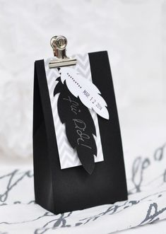 Gift Wrapping Lasercut springs & simple packaging idea in black-gray-white Creative Gift Wrapping, Present Wrapping, Wrapping Ideas, Creative Gifts, Creative Ideas, Simple Packaging, Pretty Packaging, Gift Packaging, Craft Gifts