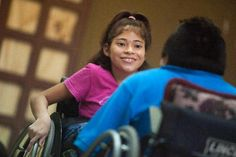 Comunque danzare.  (Lucia Tejero e Juan Poot si allenano prima di una gara di Danza su sedia a rotelle in Cancun, 19 settembre 2012).  Ph. Victor Ruiz Garcia
