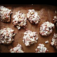 Chocolate Candy Cane Snowflakes - chocolate rice crisp cereal, candy canes, sliced almonds, white (not a fan of white chocolate so I'll try it with reg. chips) chocolate chips