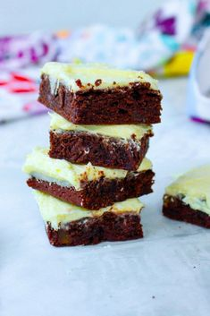 """I have found my new favorite brownie. For reals. I am SO happy with how these experimental brownies came out. Some of you might be thinking """"Mango? In brownies? Blondie Brownies, Best Brownies, Mango Puree, Vegetarian Chocolate, Cookie Bars, Blondies, Fudge, Sweet Tooth, Sweet Treats"""
