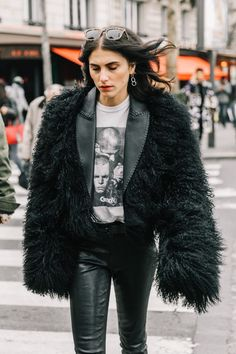 winter outfit women 20s street styles, winter outfit women casual chic, faux fur winter coat, leather pants, all black outfit