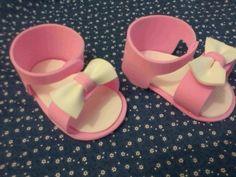 Sandalinhas em EVA, para lembrancinhas de maternidade, chá de bebê, pode ser confeccionado na cor desejada. pedido mínimo 20 unidades R$ 2,00