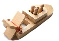 Holz Spielzeug Boot mit Peg-Menschen. Kinder Holz Bad Spielzeug. Bio Spielzeug für baby von ArtGiftStoreEcoToys auf Etsy https://www.etsy.com/de/listing/92896175/holz-spielzeug-boot-mit-peg-menschen