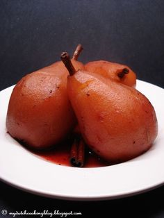 The Dutch Table: Stoofpeertjes (Dutch Stewed Pears) Dutch Desserts, Healthy Desserts, Delicious Desserts, Traditional Dutch Recipes, Yummy Eats, Yummy Food, Poached Pears, Just Eat It, Recipes From Heaven
