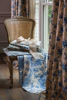 French Style Homes, French Country Bedrooms, Victorian Decor, Linens And Lace, Decor Styles, Needlework, Print Design, Pride, Aqua