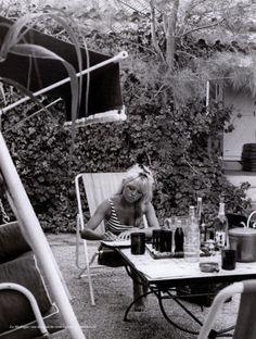Brigitte Bardot chez elle à La Madrague (Saint-Tropez)