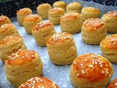 Túrós minipogácsák Pastry Recipes, My Recipes, Cake Recipes, Vegan Recipes, Recipies, Hungarian Desserts, Hungarian Recipes, Hungarian Food, Tapas