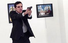 Sốc với hình ảnh từ hiện trường vụ nổ súng vào đại sứ Nga ở Thổ Nhĩ Kỳ