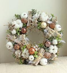 Adventní věnec: Vyrobte si ho sama a inspirujte se těmi nejhezčími - galerie Christmas Advent Wreath, Handmade Christmas Decorations, Xmas Wreaths, Christmas Flowers, Autumn Wreaths, Xmas Decorations, Christmas Time, Christmas Crafts, Holiday Decor