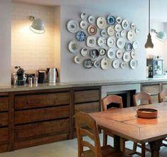 Тарелки в декорировании стены