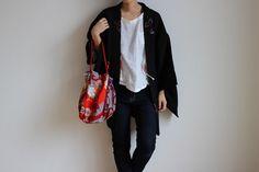 Etsy のBlack Haori, short kimono robe, shibori, kimono jacket /726(ショップ名:LitreJapan)