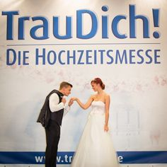 Nächstes Wochenende schon etwas geplant? Wie wäre es mit der TrauDich!  Deutschlands größte Hochzeitsmesse macht am 9. und 10. Januar in der Liederhalle in Stuttgart Halt. Ein Besuch eignet sich auch als guter Vorsatz für 2016. Garantiert.  Mehr Infos: www.traudich.de/stuttgart  www.liederhalle-stuttgart.de  (Foto: TrauDich! Messe Gmbh)