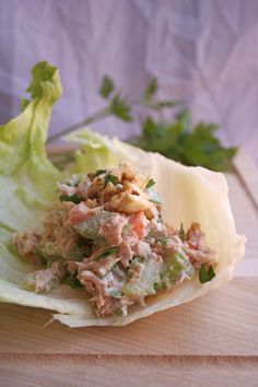 the perfect healthy lunch: crunchy tuna lettuce cups! (with greek yogurt, celery, carrots and walnuts!)