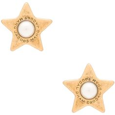 Marc Jacobs Charms Flat Pearl Star Stud Earrings ($27) ❤ liked on Polyvore featuring jewelry, earrings, charm earrings, earring charms, star stud earrings, pearl stud earrings and pearl jewellery