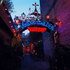 Oh my gosh this place. No words ♡♡ Voodoo Garden at the House of Blues, New Orleans, Louisiana, USA. Photographer Unknown