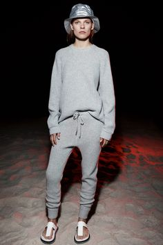 T by Alexander Wang Resort 2015 Collection - Vogue Knitwear Fashion, Yoga Fashion, Sporty Chic, Alexander Wang, Fashion Show, Fashion Looks, Fashion Trends, Vogue, Pullover