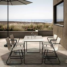 10 of the best minimalist outdoor furniture ranges - outdoor furniture made of recycled plastic - Mater - modern beach house Outdoor Tables, Outdoor Dining, Outdoor Spaces, Outdoor Decor, Minimalist Outdoor Furniture, Outdoor Furniture Design, Contemporary Outdoor Furniture, Dining Table Chairs, Patio Chairs
