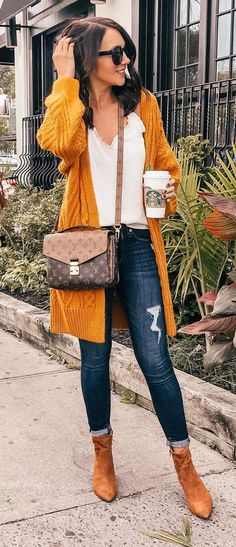 10 Perfect Fall Outfits To Update Your Wardrobe - Cardigan outfit - Mode Cute Winter Outfits, Classy Outfits, Fall Outfits, Casual Outfits, Chunky Cardigan Outfit, Mustard Cardigan, Mode Outfits, Fashion Outfits, Teen Fashion