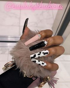 Paris ongles in 2020 Cow Nails, Aycrlic Nails, Glam Nails, Bling Nails, Coffin Nails, Glitter Nails, Perfect Nails, Gorgeous Nails, Pretty Nails