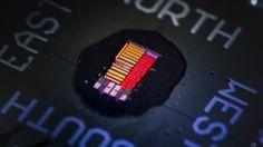 Amerikanische Wissenschaftler haben einen bahnbrechenden Mikrochip entworfen, der Licht statt Elektrizität verwendet. Die Entwicklung könnte langfristig zu deutlich leistungsstärkeren Computern führen.