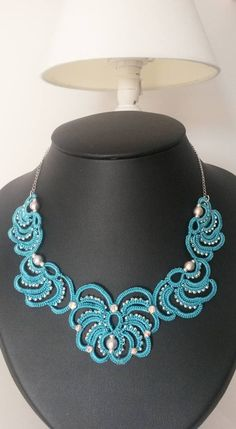 Blue tatted-white beaded necklace
