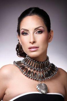 Collar de mi diseño FB: Alejandra Aceves Diseño de Autor. Foto: Erich Piza.