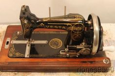 VESTA HAND CRANK SEWING MACHINE HALF SIZE 1920s GERMAN