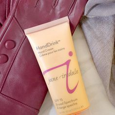 Cold weather also means a change in your skin's moisture level. That is why it's important to create an additional barrier on your skin - including your hands! HandDrink Hand Cream moisturizes hands without leaving behind a greasy residue, protects with SPF 15 and has a subtle rose scent.