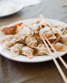 Korean mandu recipe (and extra info) for an American kitchen Pork Recipes, Asian Recipes, Cooking Recipes, Ethnic Recipes, Korean Dumplings, Crepes, Great Recipes, Favorite Recipes, Delicious Recipes
