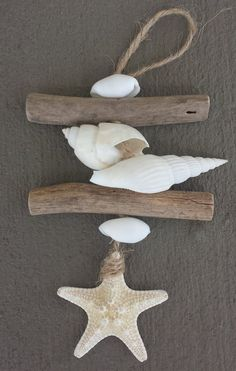 A beautiful collection of white shells, Starfish and driftwood have been threaded together to make cute little Beach Ornaments. They are available either individually or as a set of two, Please select option. Seashell Crafts, Beach Crafts, Diy Crafts, Driftwood Projects, Driftwood Art, Driftwood Jewelry, Beach Christmas Ornaments, Driftwood Christmas Decorations, Beach Decorations