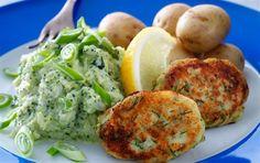 fiskefrikadeller - Google Search Yummy Food, Tasty, Salmon Burgers, Get Healthy, Baked Potato, Potatoes, Eggs, Meat, Baking