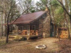 Log Cabin Living, Log Cabin Homes, Log Cabins, Mountain Living, Little Cabin, Little Houses, Hunting Cabin, Cabin In The Woods, Tiny House Cabin