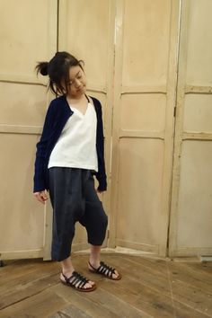 blouse sans manche : http://www.vdj-boutique.com/-blouses/3237-blouse-sans-manches-lin-blanc.html  pantalon : http://www.vdj-boutique.com/bas/3360-pantalon-classique-lin-noir.html