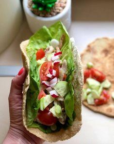 Szafi Reform PALEO tortilla lap, és quesadilla, pupusas (szénhidrátcsökkentett, gluténmentes, tejmentes, szójamentes, élesztőmentes) – Éhezésmentes karcsúság Szafival Mexican Food Recipes, Beef Recipes, Ethnic Recipes, Paleo Tortillas, Cabbage And Potatoes, Cucumber Salsa, Salmon Tacos, Slimming Eats
