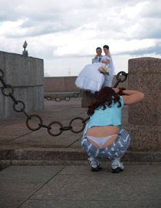 Photographer Fails Photobomber on the loose. Wedding Fail, Wedding Pics, Priyanka Chopra, Funny Animal Pictures, Funny Photos, Russia Pictures, People Of Walmart, Whale Tail, Wedding Pinterest