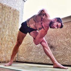 twist yoga men More inspiration at Bed and Breakfast Valencia Mindfulness… Namaste Yoga, Yoga Meditation, Hata Yoga, Yoga For Men, Yoga Man, Twist Yoga, Pilates, Yoga Training, Beautiful Yoga
